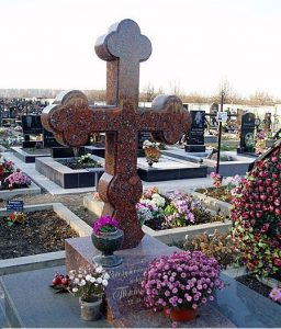 Памятник в виде креста